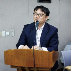 크기변환_신일기 교수 발표 모습 (1).jpg